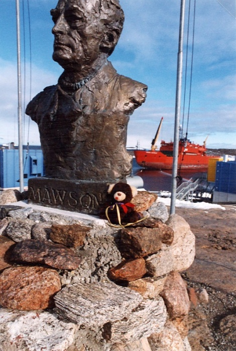 Brownie at Mawson bust