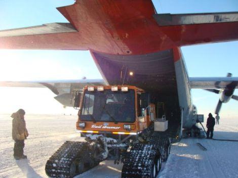 Herc cargo unload2009