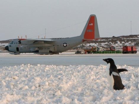 US_LC130_Hercules_aircraftPenguin2011