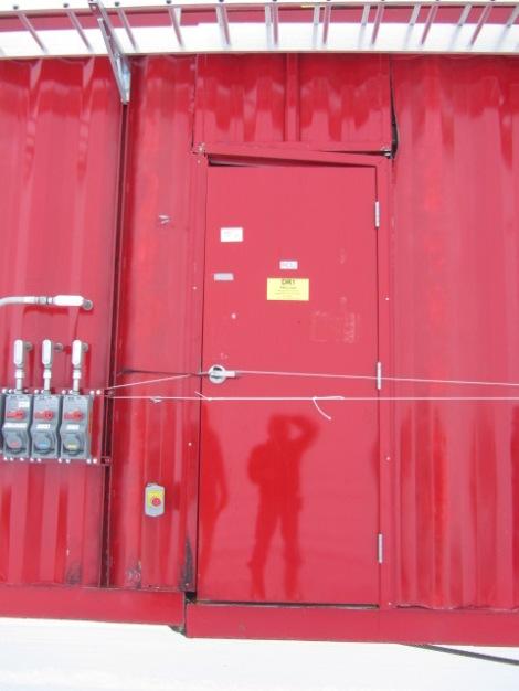 Reel_Unit1a-that's_.5_inch_flatstock_below_the_door._It______is_cracked_at_a_weld._Lots_of_flexing.